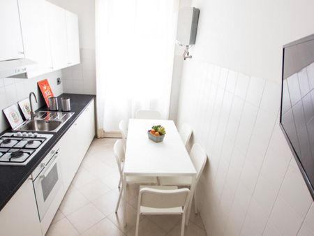 Lovely double bedroom near the Lanza metro station