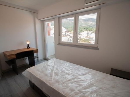 Comfortable single bedroom with a balcony, in Covilhã