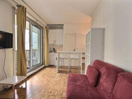 Cozy studio apartment in Neuilly sur Seine, Paris -near Pont de Neuilly subway station