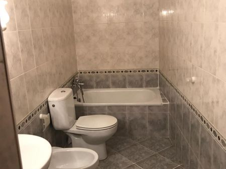 Single bedroom, with private bathroom, in 3-bedroom house