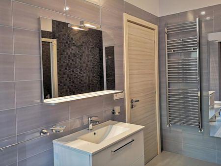 Bright single bedroom in a 3-bedroom apartment near Castello Aragonese
