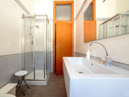 Amazing single bedroom in a 4-bedroom apartment near Domus del Chirurgo