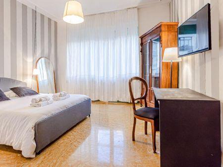 Elegant 4-bedroom apartment near Piazza Della Vittoria