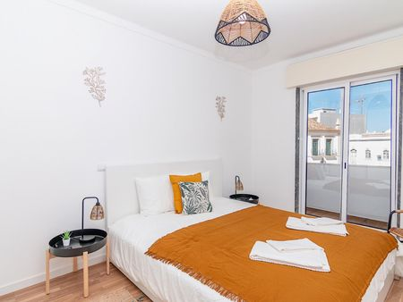 Sunny 3-bedroom flat with a sunny terrace, in Olhão