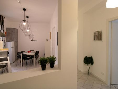 Charming double bedroom in a 5-bedroom apartment in Brescia