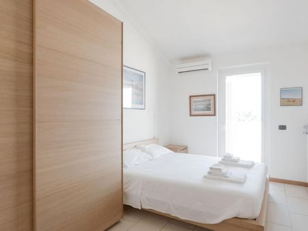 Sunny 2-bedroom apartment by the seaside, in Livorno