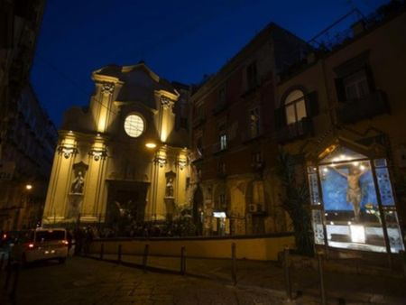 Comfortable double bedroom apartment close to Chiesa San Carlo Alle Mortelle