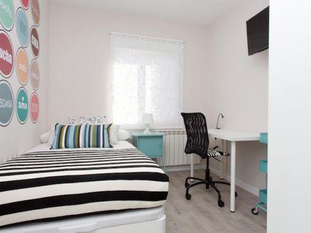 Komfortní ložnice v Tetuán, hraničící Ciudad Universitaria