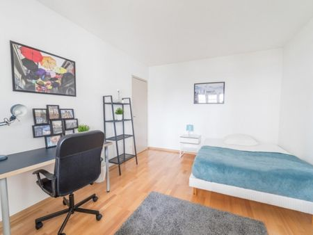 Nice double bedroom with a balcony in a 4-bedroom apartment