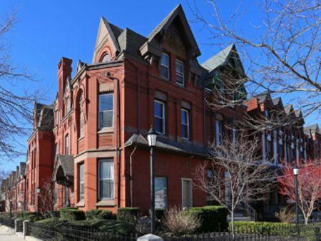 4200 Walnut Street - Campus Apartments