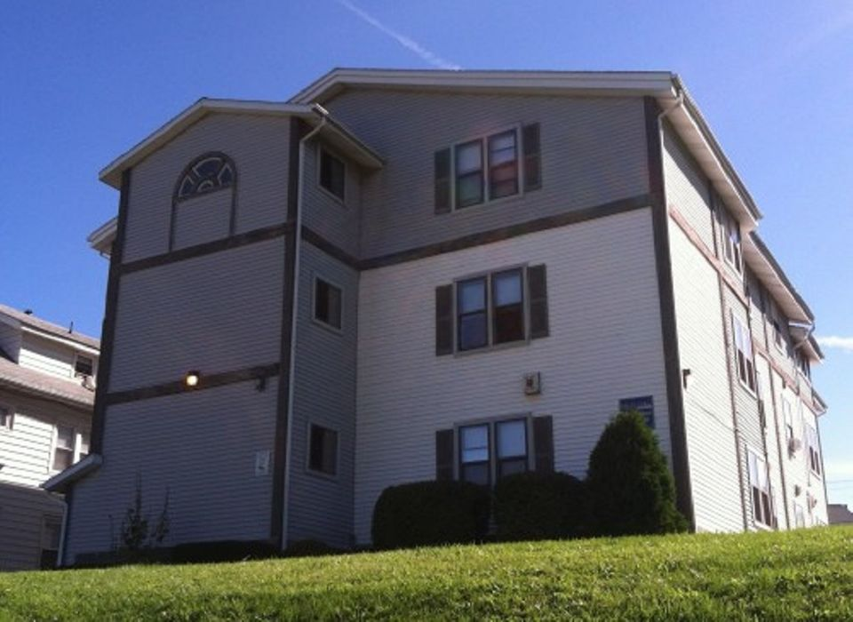 805 Comstock - Campus Hill