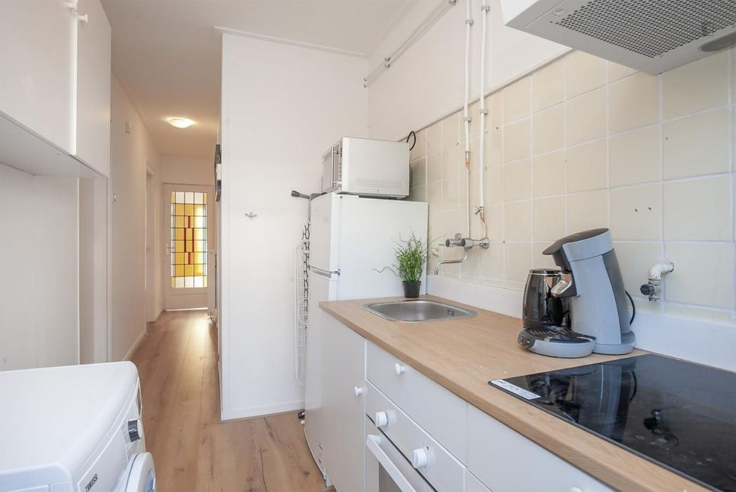 Bright double bedroom in Charlois