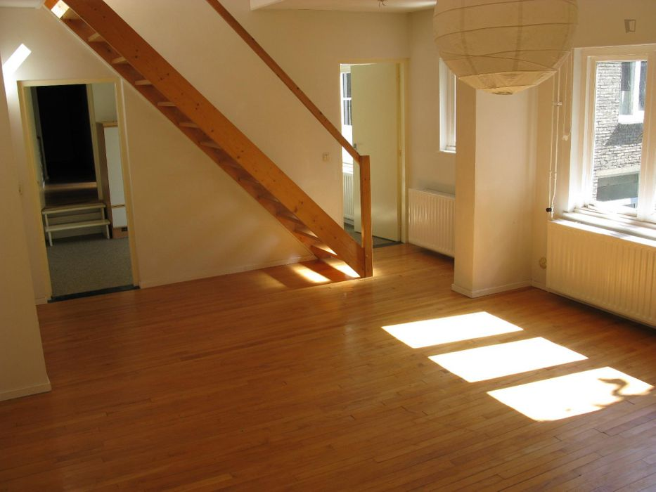 Unfurnished apartment close to Faculty of Arts & Social Sciences