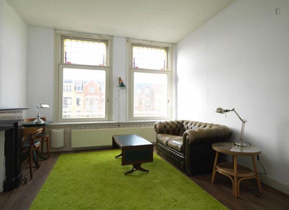 Spacious room near Rotterdam Centraal train station