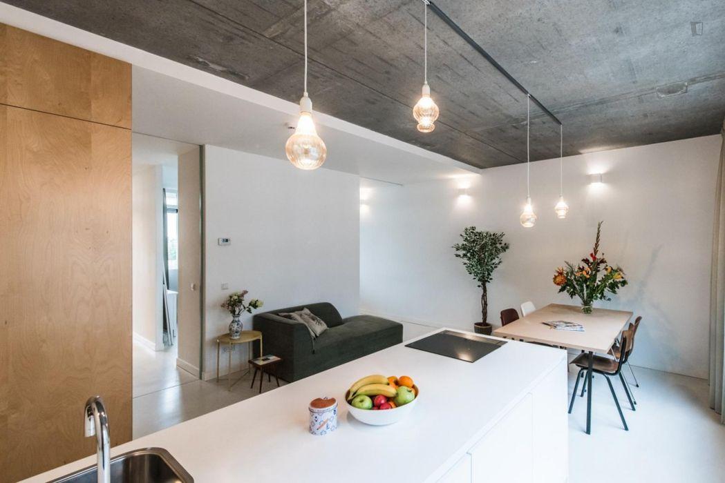 Spacious 1-bedroom apartment near Museum Het Schip