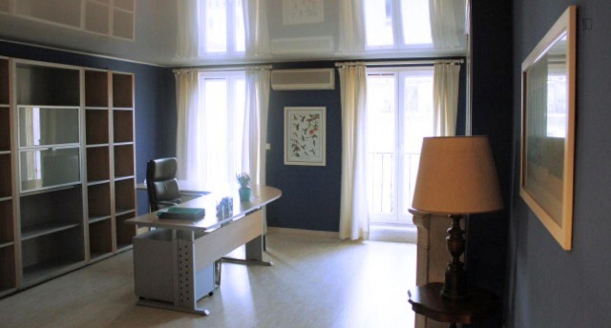 Attractive double bedroom with a balcony, in the Préfecture neighbourhood