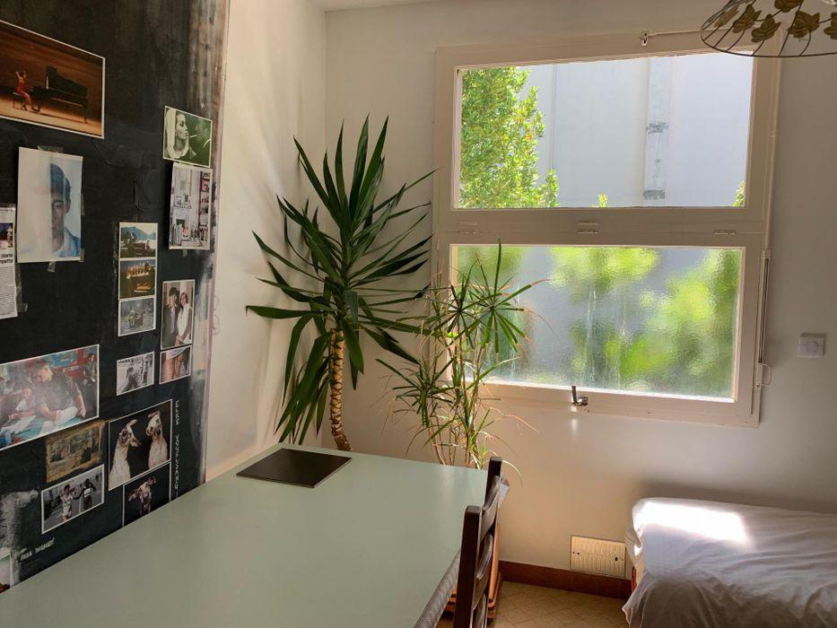 Single bedroom in a 5-bedroom house, near Parc de Bourran