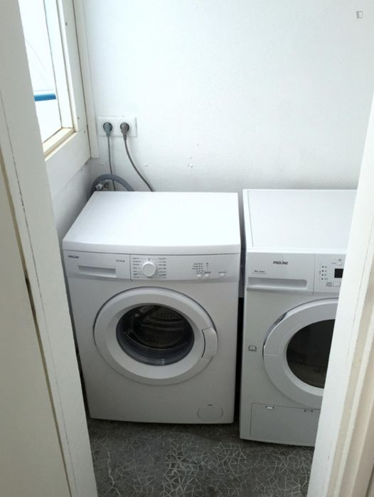 Cool double bedroom in Quartiers Nord