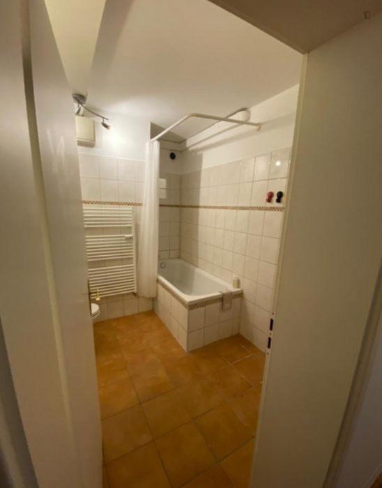 Comfortable single-bedroom in a 6-bedroom apartment in Bremen Altstadt, 15 minutes walk to the University