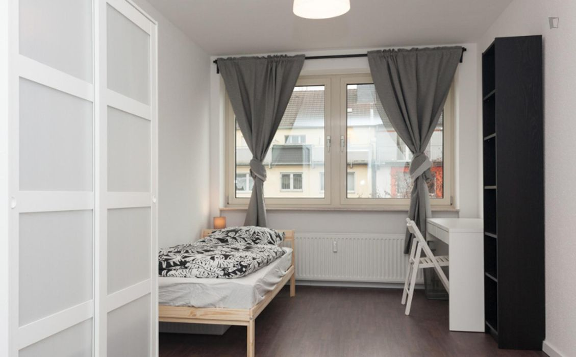 Spacious single bedroom in the centre of Düsseldorf