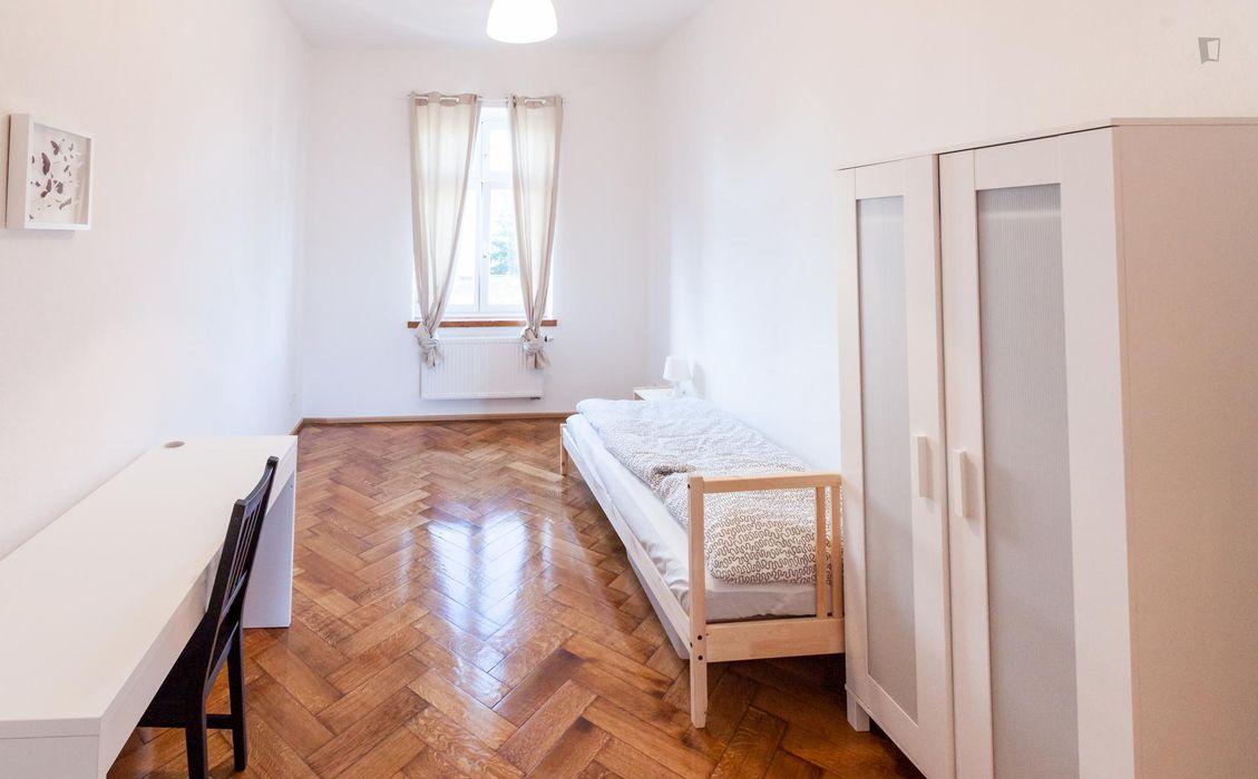 Single bedroom in a 3-bedroom flat, in Giesing