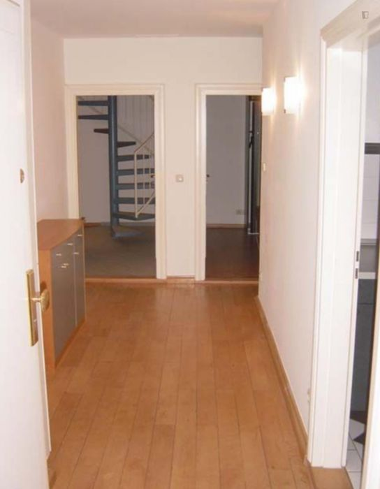 Wonderful single bedroom in a 2-bedroom apartment in Munich right on Olympiapark
