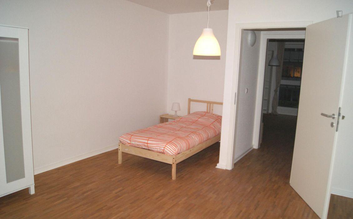Spacious single bedroom near the Wandsbek-Gartenstadt metro station