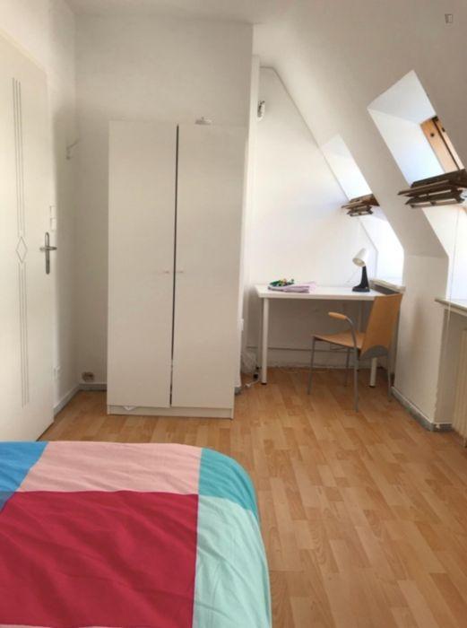 Bright single-bedroom in a 6-bedroom apartment in Bremen Altstadt right next to Wallanlagen Park