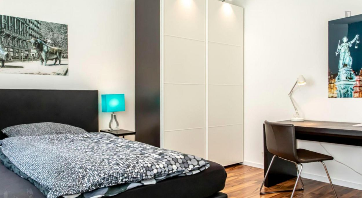 Amazing single-bedroom in a 5-bedroom apartment in Frankfurt, Sceneviertel near the central train station