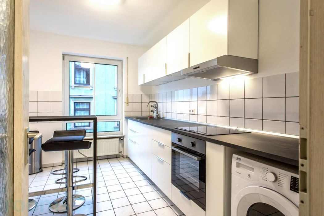Wonderful single-bedroom in a 4-bedroom apartment in Frankfurt Niederrad