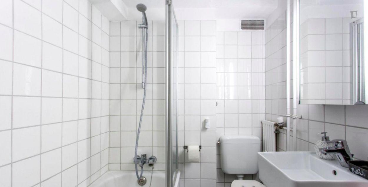 Comfortable double-bedroom in a 3-bedroom apartment in Frankfurt, Viertel Nordend