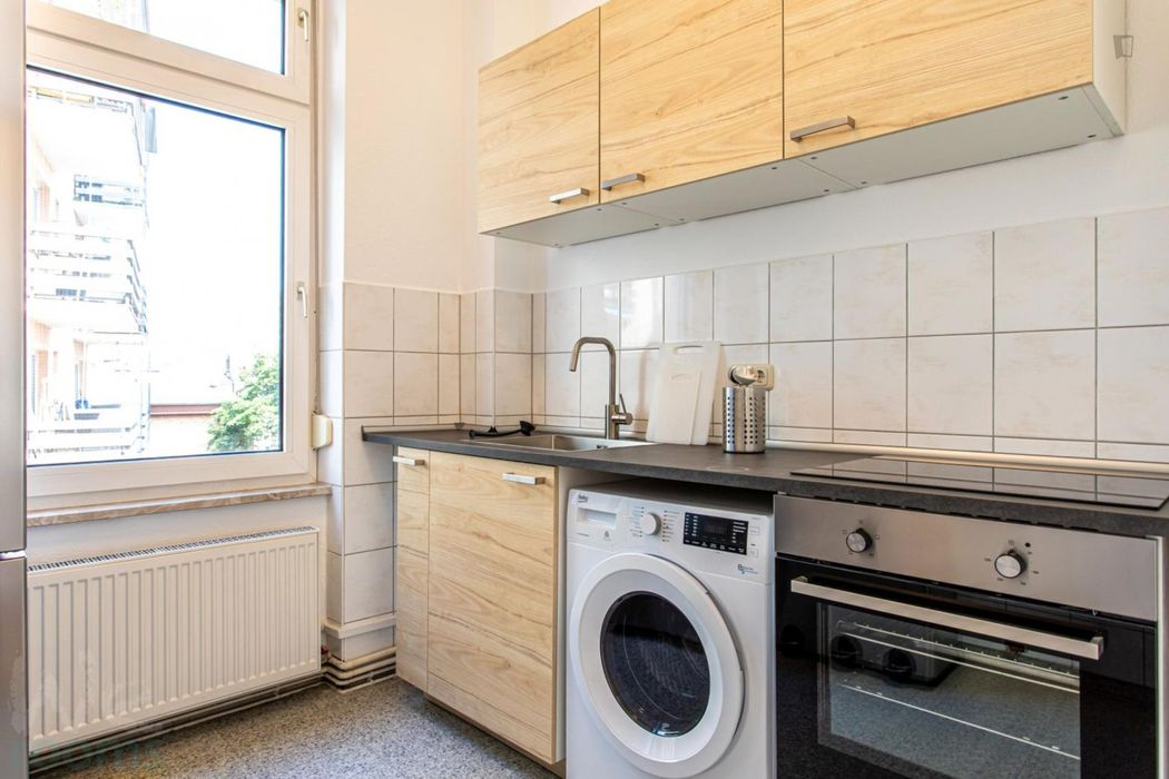 Comfortable single bedroom in 3-bedroom apartment in Frankfurt, Sachsenhausen, close to an S-Bahn train station