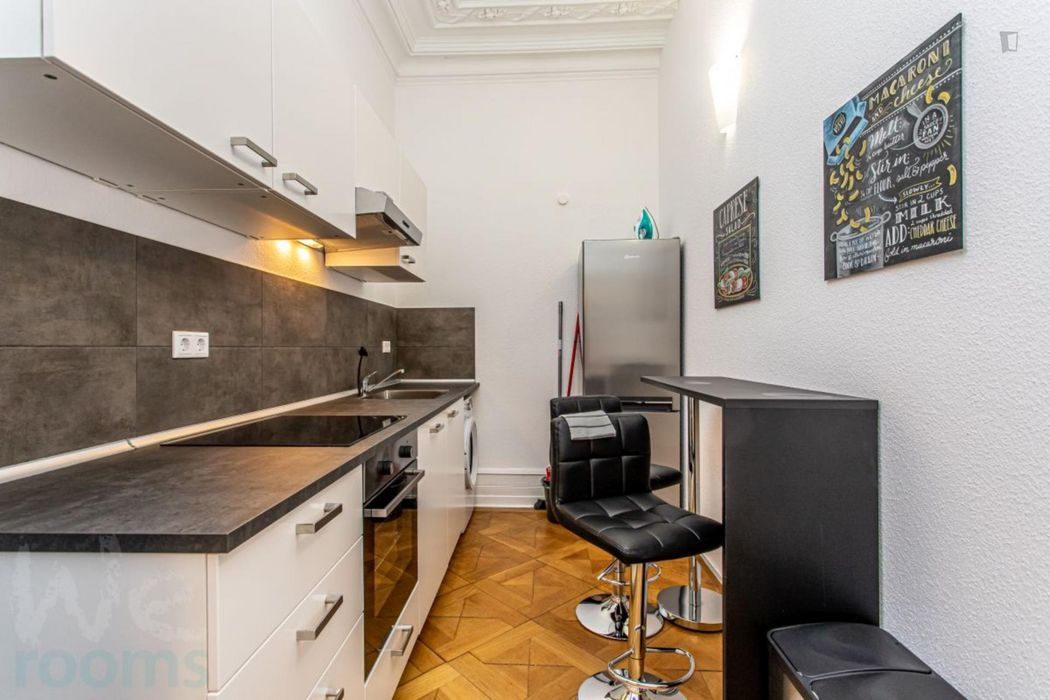 Amazing single-bedroom in a 3-bedroom apartment in Frankfurt, Ostend near Ostendstrasse S-Bahn train station