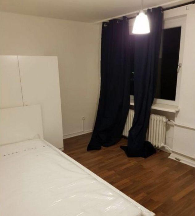 Nice single bedroom in a 3-bedroom apartment near U Hagenbecks Tierpark metro station