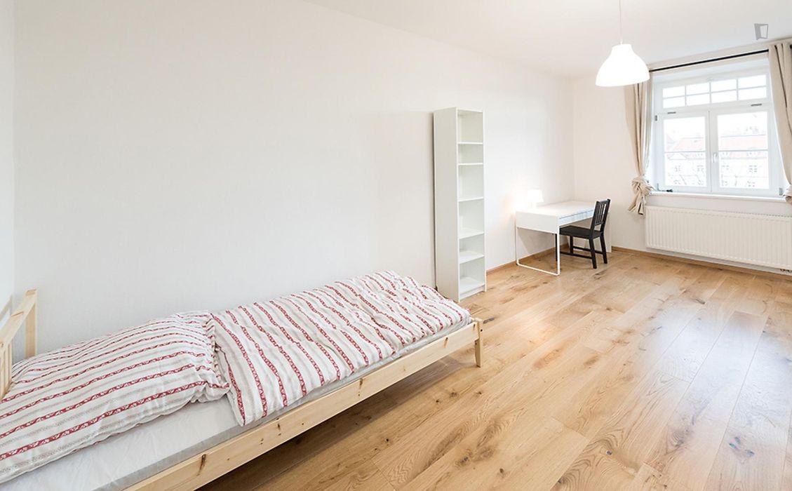 Single bedroom in a 6-bedroom flat close to Marienplatz metro station