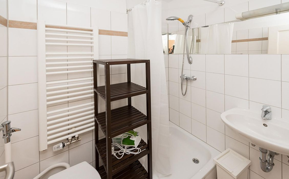 Cheerful double bedroom close to Maillingerstraße metro station
