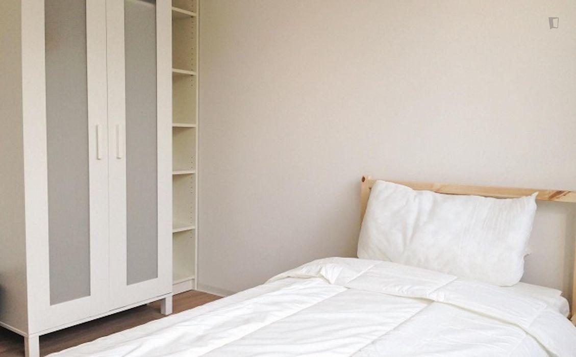 Alluring single bedroom next to Uhlandstraße metro station