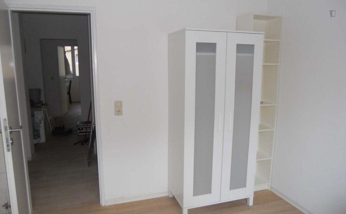 Cosy single bedroom in a 4-bedroom apartment, in Hohenfelde