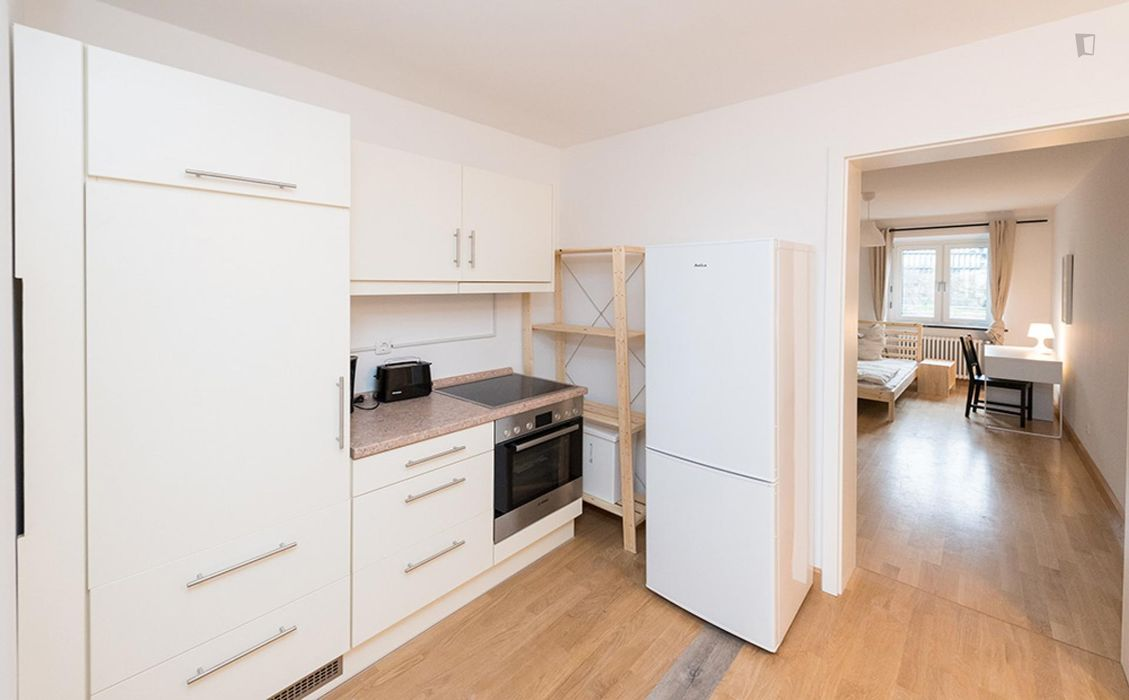 Pleasant double bedroom close to the Fraunhoferstraße metro station