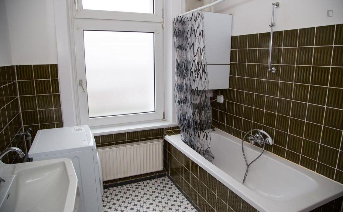 Inviting single bedroom near the Holstenstraße train station
