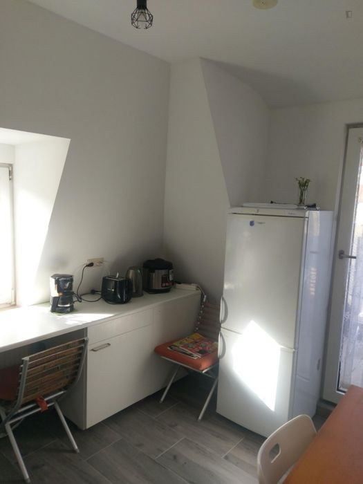 Double bedroom in a 4-bedroom apartment near Zuffenhausen train station
