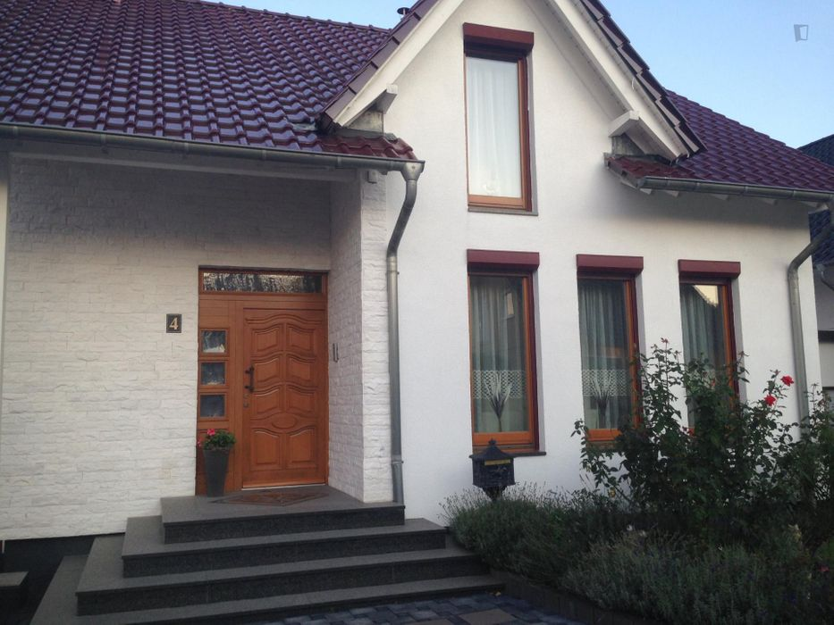 Double bedroom, with private bathroom, in 4-bedroom house