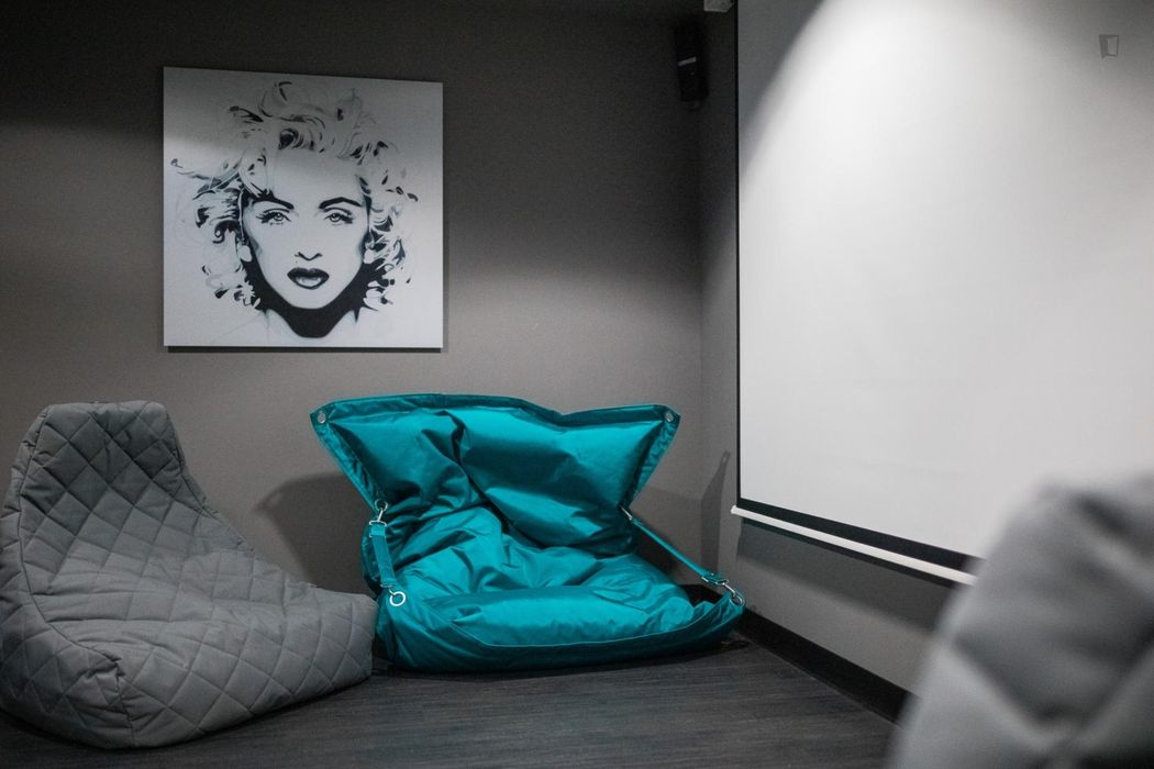 Spacious studio, in a residence near Frankfurt West transport station