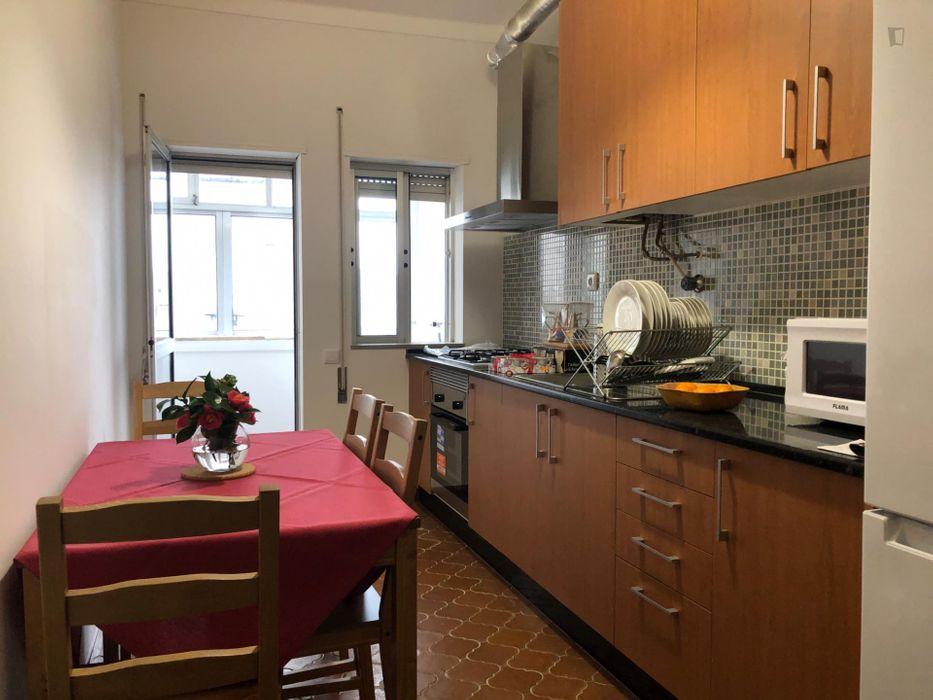 Friendly single bedroom in apartment close to Universidade do Minho