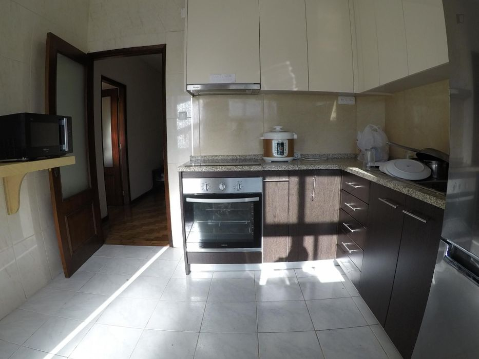 Double bedroom in a 4-bedroom flat, near the centre of Braga