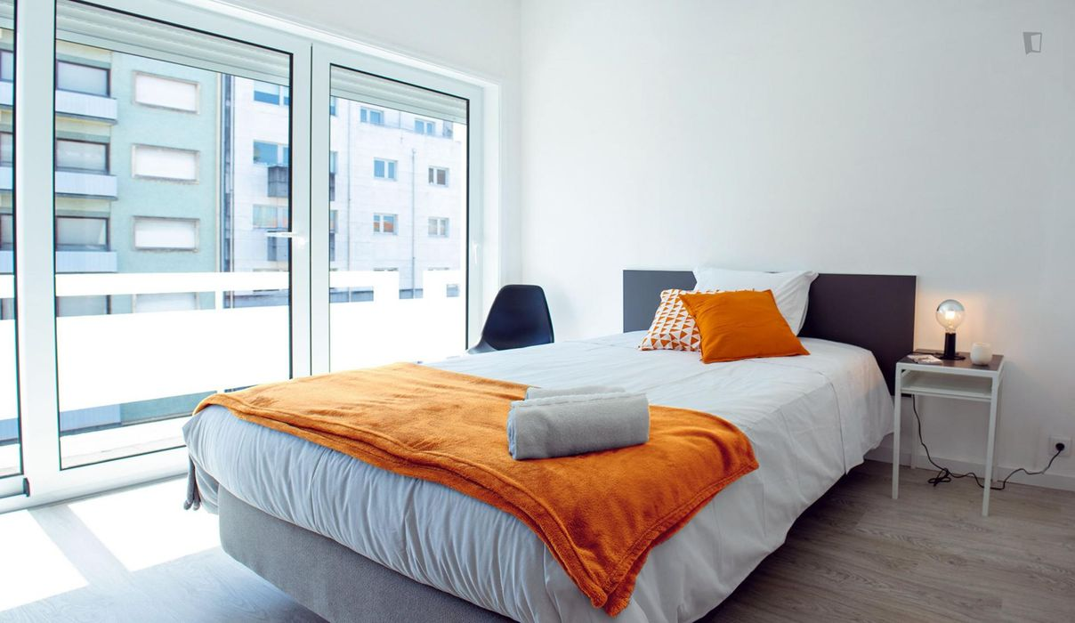 Bedroom with private bathroom and balcony, in Aveiro.