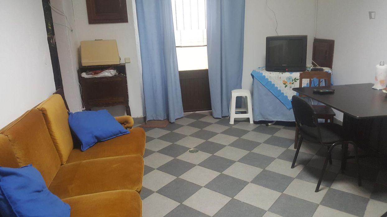 Comfortable double bedroom in 2-bedroom house