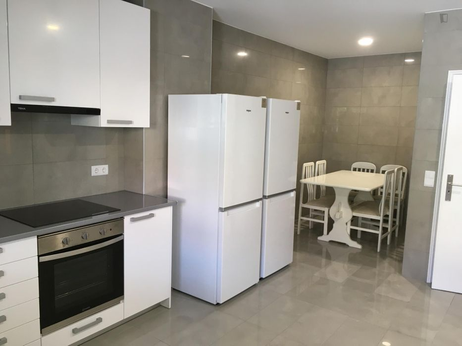 Single bedroom in a 6-bedroom apartment near Jardim Botânico da Universidade de Coimbra