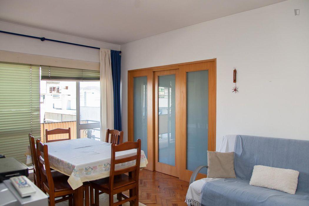 Modest single bedroom in a 4-bedroom apartment near Instituto Superior de Engenharia de Coimbra