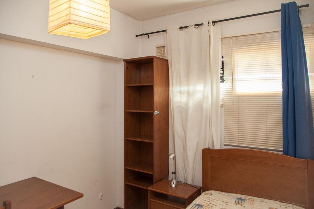 Comfortable single ensuite bedroom in a 4-bedroom apartment close to São José train station